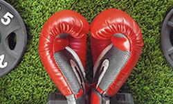 guantes de boxeo rojos